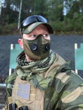 Combatkit munnbind 2-lags i norsk skogkamo med ventil str large UN013V